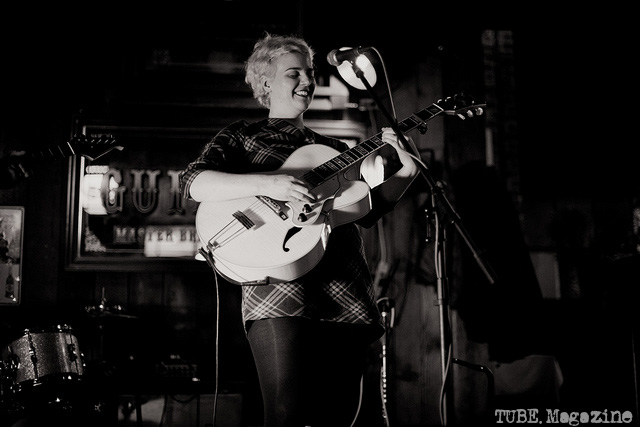 Lauren Cole Norton playing her guitar at the Fox and Goose in Sacramento, CA.  Photo: Melissa Uroff