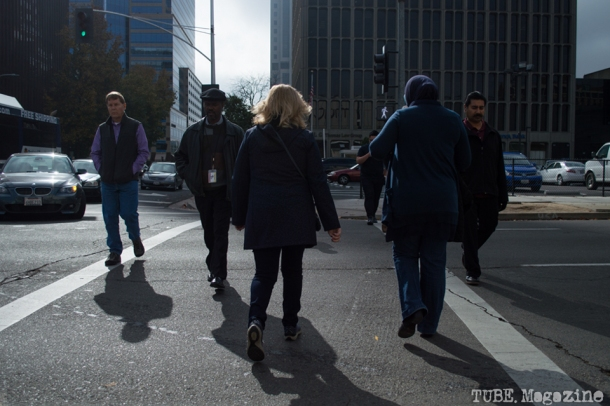 Office workers cross L Street at lunch time. Photo M.Hershenow. 2014.