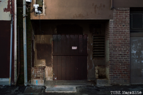 The backdoor of a building in Kayak Alley, between K and L Streets. Photo M.Hershenow. 2014.
