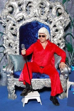 Santa Elvis Is Coming ToTown
