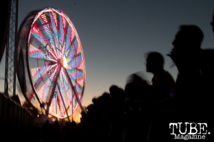The ferris wheel spinning and the crowd waiting for Ratatat to perform on the Jukely Stage at TBD Festival in Sacramento, Ca. September 2015. Photo Alejandro Montaño