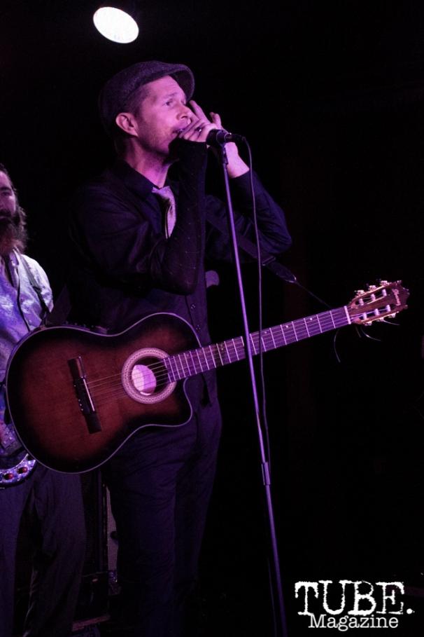 Vaughn Lindstrom of Diego's Umbrella playing at Harlow's Restaurant & Night Club in Sacramento, Ca. November 2015. Photo Alejandro Montaño.