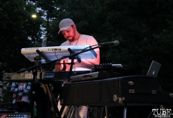 Keyboardist of James Cavern, Cesar Chavez Park, Sacramento, CA. May 6th, 2016. Photo Anouk Nexus
