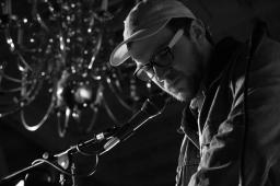 Makebelief (Schuyler Petersen) performing at The Red Museum in Sacramento, CA (12/8/2017). Photo Cam Evans